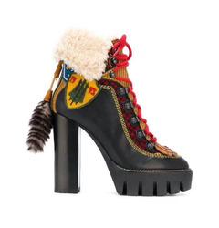 ботинки на толстом каблуке и шнуровке